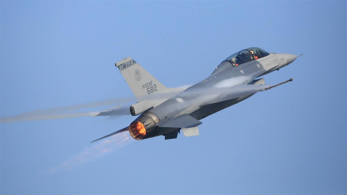 F-16起飛2分失聯!全力搜救上校蔣正志 妻母急赴花蓮等好消息