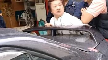 獨/車硬停路中央遭拖!婦怒批執法過當遭銬