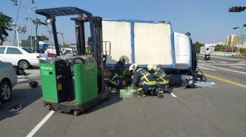 台中貨車撞4機車 女騎士遭壓當場死亡2傷者送醫