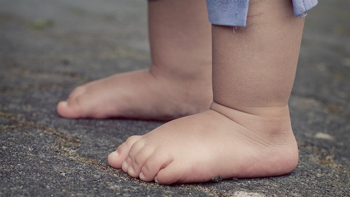 3歲童高燒倒地亡!解剖驚見內臟破裂 案情大逆轉