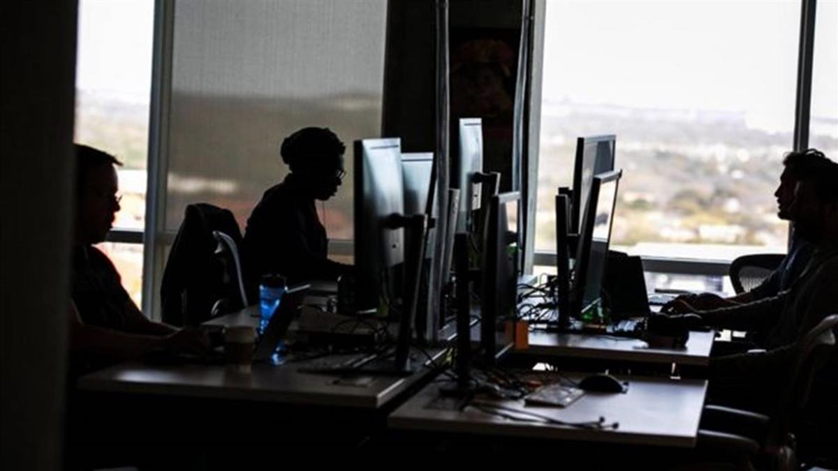 臉書要求內容管理員重返辦公室遭強烈反對