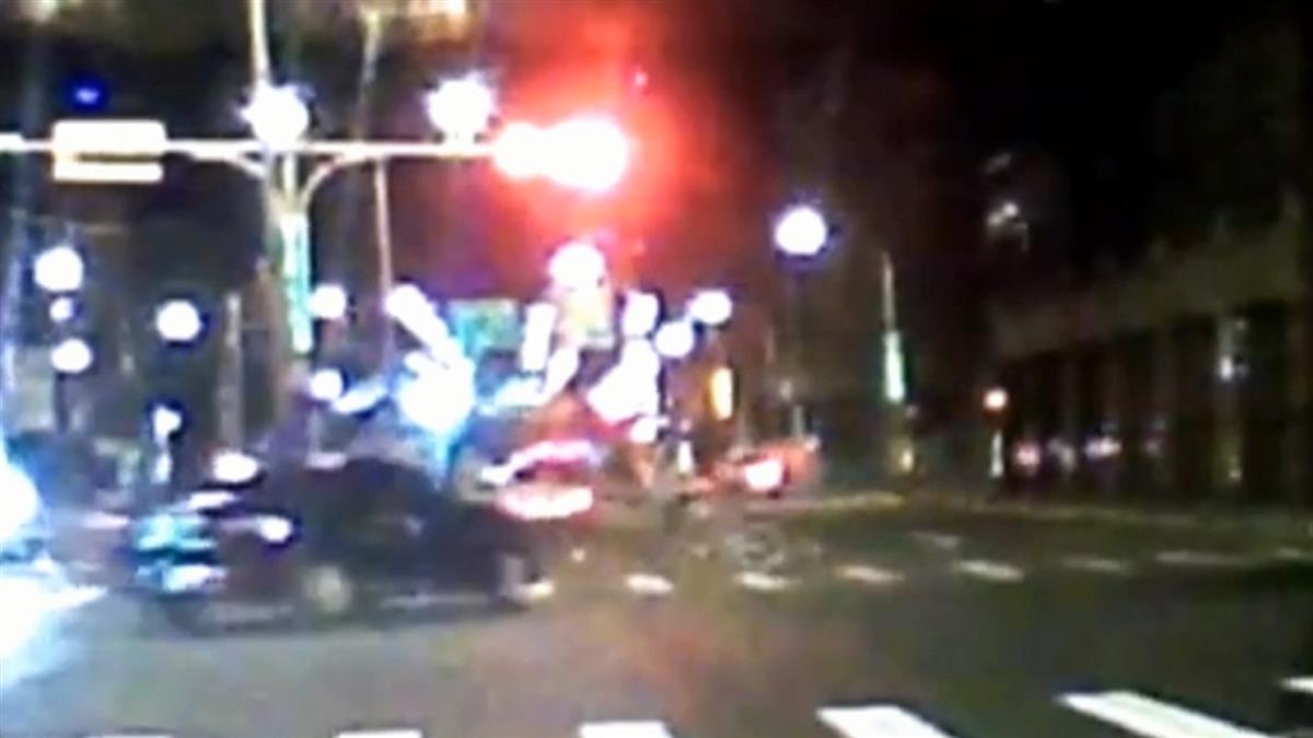左轉沒看到?婦遭撞倒地 小黃綠燈前行輾死