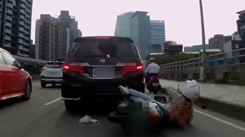 神力安全帽救命!女騎士猛撞轎車 擋風玻璃破大洞她僅輕傷