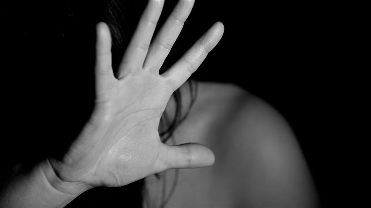 22歲女吃喜酒遭灌醉斷片!被新郎、2友人輪流性侵