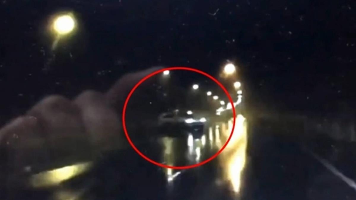 開車載女友出遊!軍人自撞路燈 她遭猛撞大出血慘死