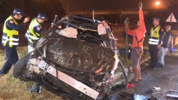 國道一號4死2傷重大車禍!她目擊現場慘況嚇傻:整台車都扁了