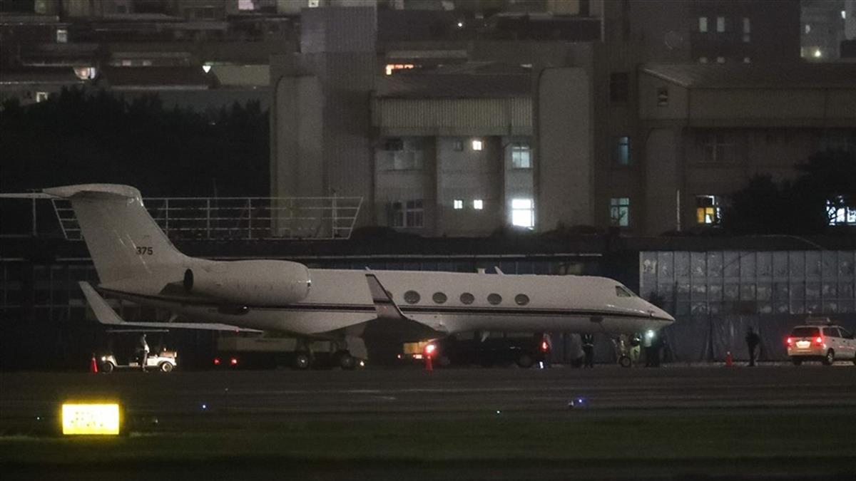 松機出現美國行政專機 外交部:行程未公開不評論