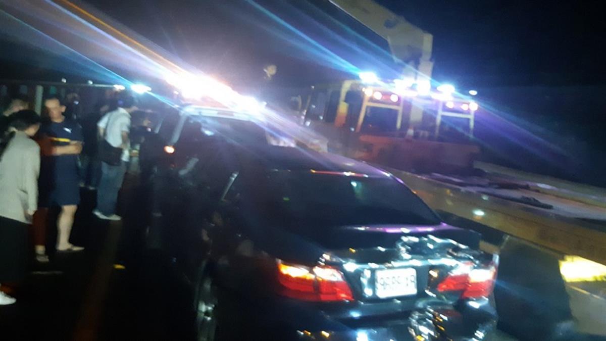國3台南新化北上5車追撞!1人困車內無生命跡象
