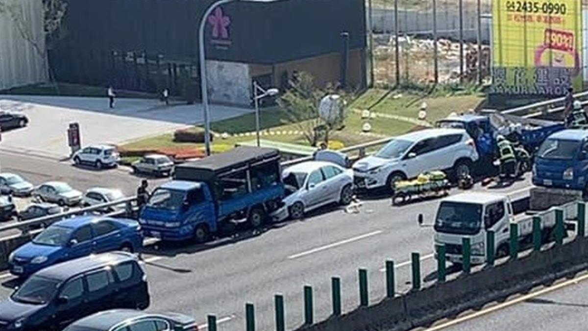快訊/台74線5車追撞!轎車小貨車撞一團 3人傷急送醫