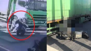 綠燈起步2秒突倒下!騎士遭大貨車輾爆頭慘死 驚悚瞬間曝