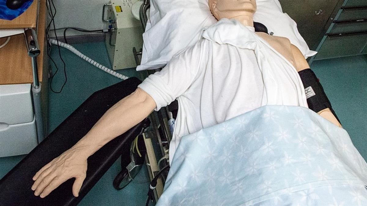 她熱心CPR15分鐘救同事!對方醒來掀衣喊告:妳弄傷我