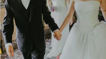 爸突再婚感謝贊助 他一臉懵…看喜帖驚見「女友變繼母」