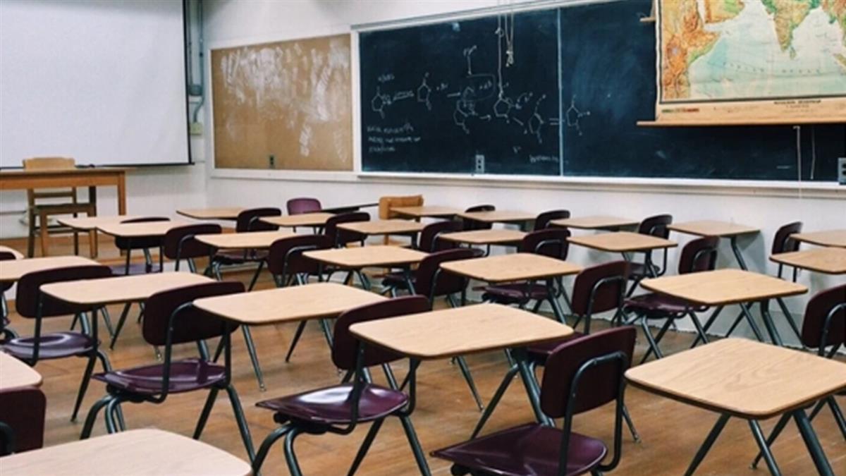 教室裸拍學童趴桌入鏡 台中師遭逮認錯痛哭