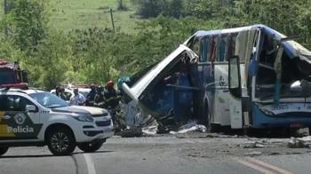 巴西公車撞卡車釀41死 「滿地屍骸」救難人員嚇到