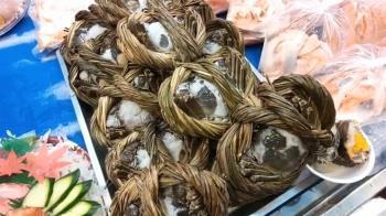 已經超度過了!漁港賣「往生蟹」 幽默行銷獲民肯定