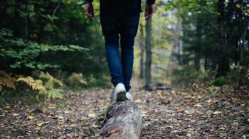 洋男闖千人洞失蹤!父來台尋兒 樹上牛仔褲竟拉出白骨