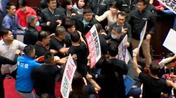 快訊/蘇貞昌立院報告「豬皮內臟滿天飛」 藍綠爆激烈衝突