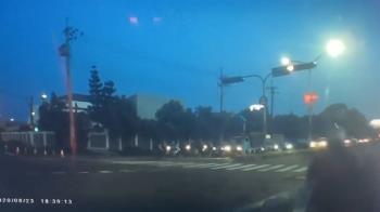 獨/汽車零肇責被「闖燈騎士」告傷害 逼和解賠錢