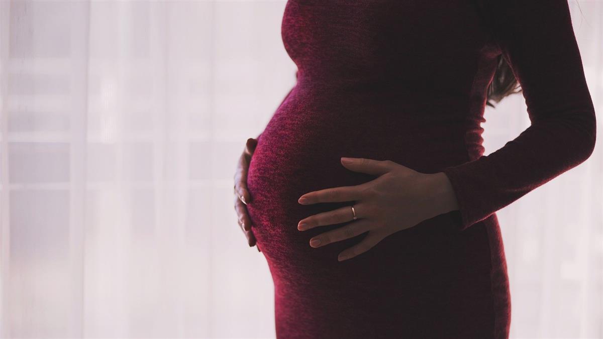 懷胎4個月下面癢爆!醫掰開嚇壞「全是蟲卵」尪羞認不倫內幕