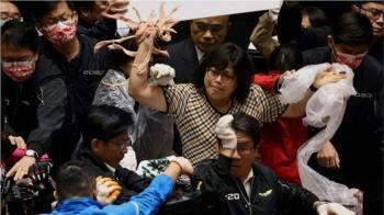 放寬美國「萊豬」台灣立法院爆衝突豬內臟與拳頭齊飛