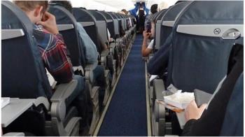 空姐機上撩裙曬辣腿!狂推一對一體驗  煽情照曝光