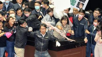 立院內臟大戰登國際!BBC:台灣國會混戰惡名昭彰