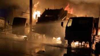雲林林內清潔隊火警 7輛工作車毀損