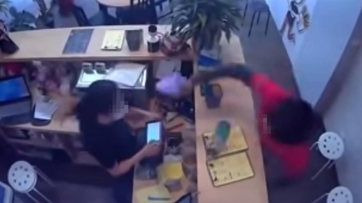 不爽被狂酸!外送員砸炸雞店 熊貓「譴責」:解除合作關係