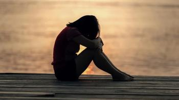 父母0存款欠百萬!25歲女拚命賺養全家 淚喊:沒能力別生小孩