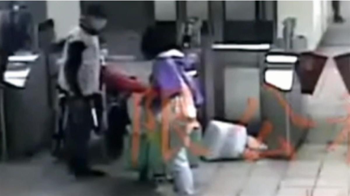 獨/推身障母控女不讓進捷運站 辱罵問要打架嗎遭送辦