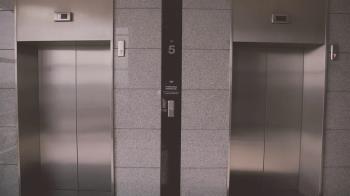 3姊弟電梯嬉鬧!5歲男童遭夾殺爆頭 下秒墜4樓慘死倒血泊