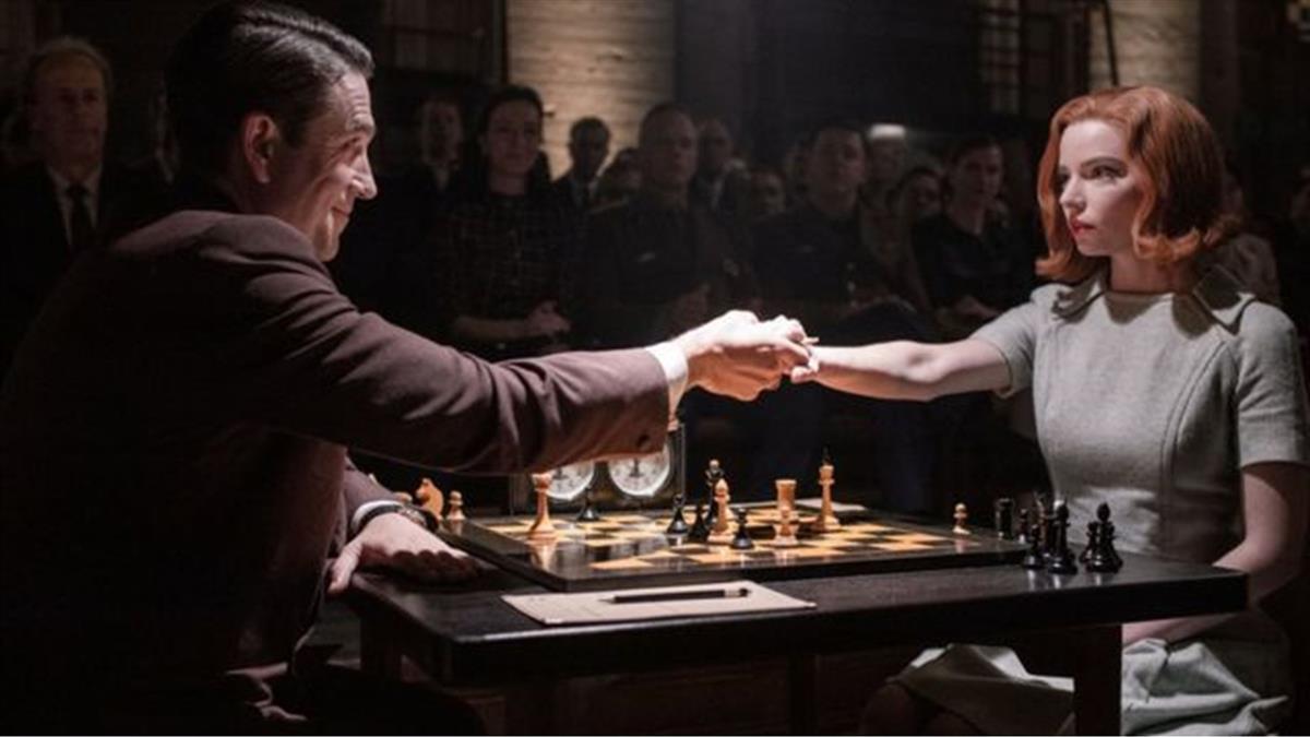 後翼棄兵:Netflix熱播劇是否淡化了棋壇性別歧視?