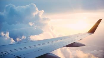 疫情導致獎金削減 英航空姐賺外快 誘乘客大玩「天上人間」