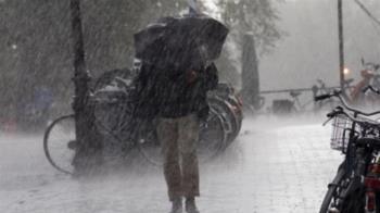 快訊/東北季風雨彈狂炸!北北基5縣市豪、大雨特報 慎防坍方落石