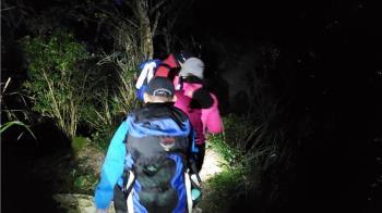 快訊/53歲女登北大武山摔邊坡撞頭 空勤吊掛救援送醫