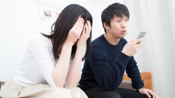 考上公職後男友常常盧「請客」 她戶頭剩1萬哭了:養不起自己