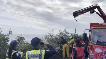 快訊/清水斷崖墜落意外!遊客疑拍照失足 跌落15米搜救中