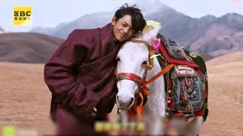 藏族鮮肉7秒暴紅!刷1.3億熱度女戰狼也痴狂