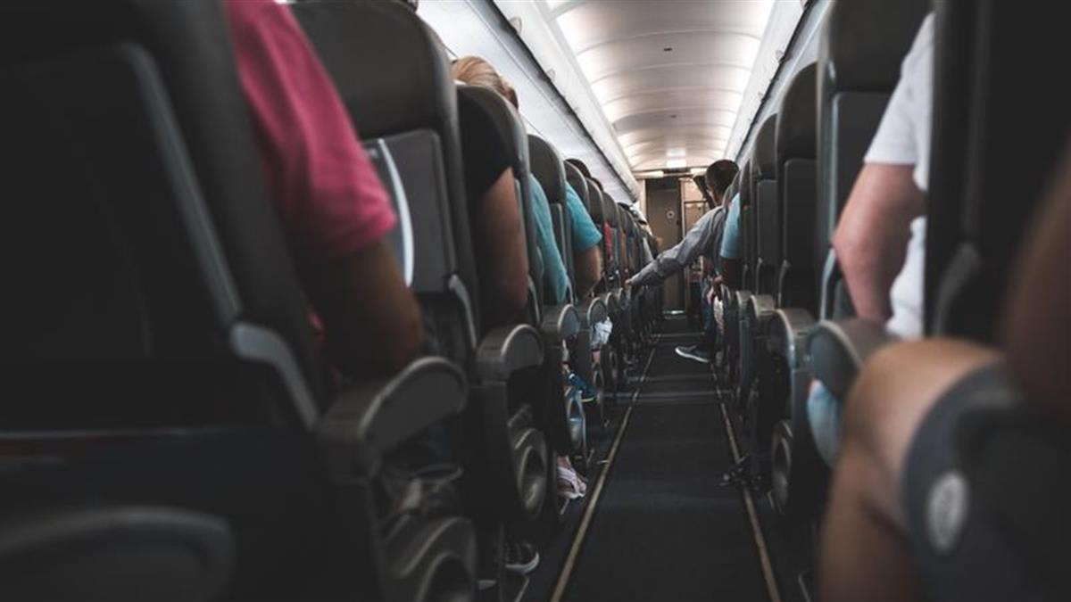 啪遍同事、機長!空姐機上提供「高空美好」 航空公司氣炸