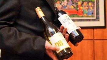 外交部推特挺澳洲秀紅酒照 陸網友狂洗版