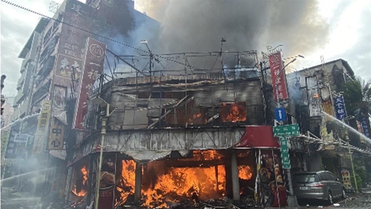 快訊/台中檸檬餅老店一福堂驚傳大火!整間店全被燒毀