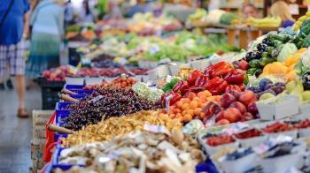 超市、賣場遍佈 「傳統市場」為何不敗? 網揭存活關鍵