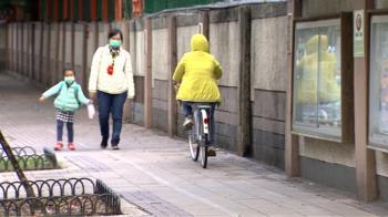 校園周邊騎人行道易釀意外 議員籲上下學「禁行」自行車