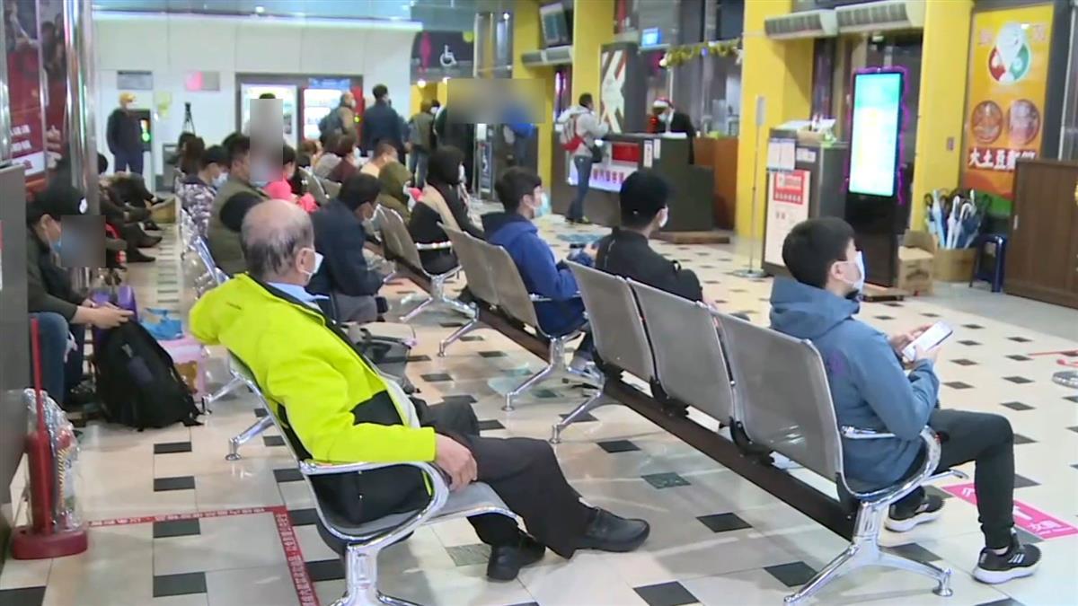 台鐵瑞芳-猴硐坍方!恐12/8才搶通 北車轉運站現人潮