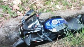 台中死亡車禍!19歲男騎重機過彎自摔 倒地卡水溝慘死