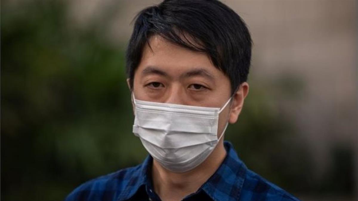香港立法會前議員許智峯流亡海外,其透露家庭數百萬存款被凍結