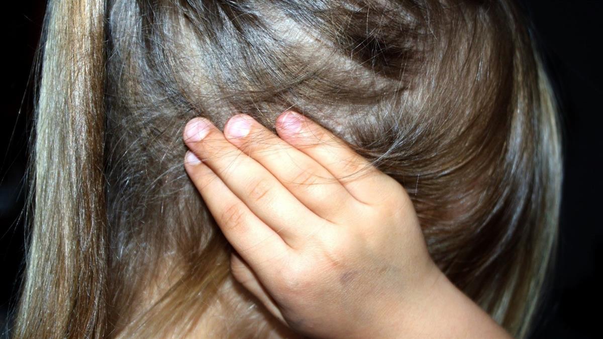 長期被母用電線抽打!8歲童仍堅持要陪媽 原因曝網全噴淚