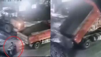 砂石車撞倒工人 下秒狂倒土石!男遭活埋慘死