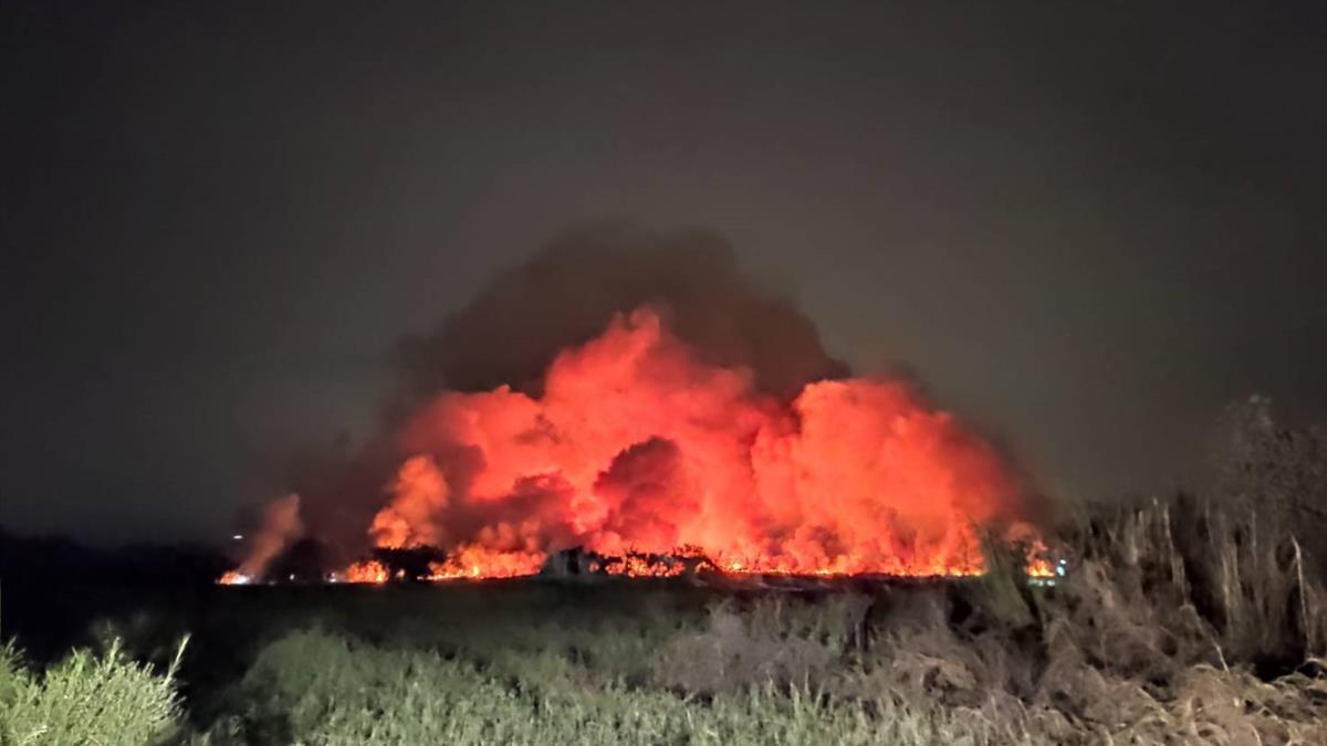 高雄市區晚間瀰漫燒焦惡臭!疑台南農田大火往南吹