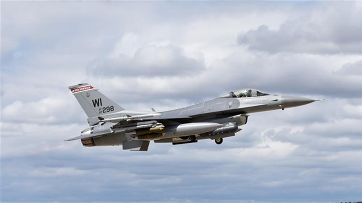 快訊/美F-16戰機驚傳墜毀!飛行員生死不明 當局緊急救援